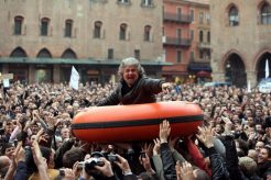 Tutti A Casa – Power to the People?